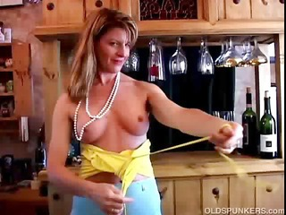fit grownup swinger fucks her juicy pussy