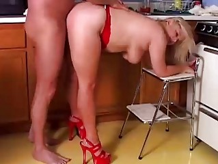 cougar fuckstar lizzy liques likes to pierce