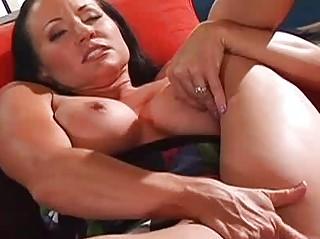 woman joelean plays