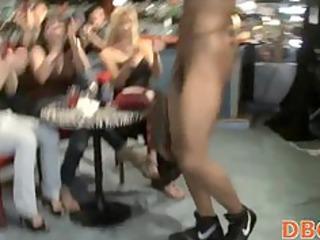 chicks sucking into get nude club