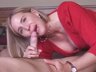 cougar housewife obtains cum