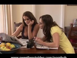 rayveness and dyanna lauren are lady lesbos!