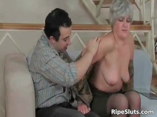 older  bitch licks on difficult penis and obtains