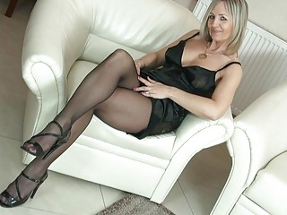 beautiful bleached mature babe into nylons