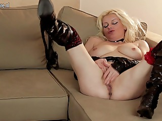 pale mature nympho mom masturbating with her cave
