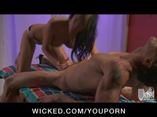 huge tit fuckstar alektra red give cock massage